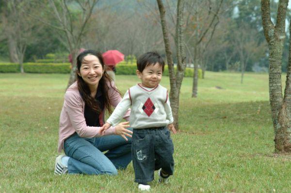 明賢跟媽媽,奧萬大