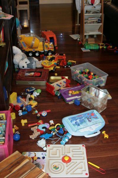 一進家門赫然發現滿地的玩具。20071021