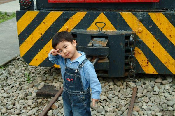 動物園的火車,賢賢很新奇。2007.10.14
