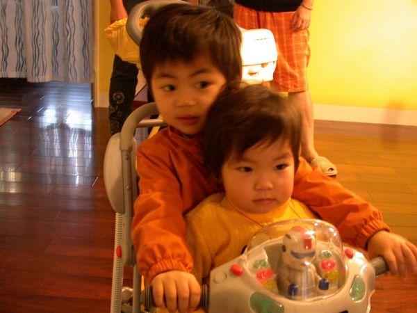 大賢賢和玉琪妹妹。20071213