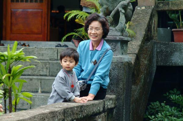 明賢也來一起共修。2007.12.23, 仙佛寺。